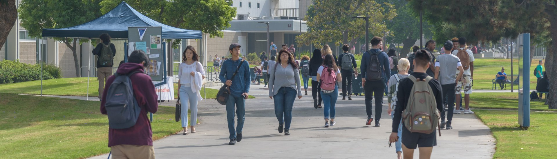 Students walking toward Student Services Buridlig from the Administration Building